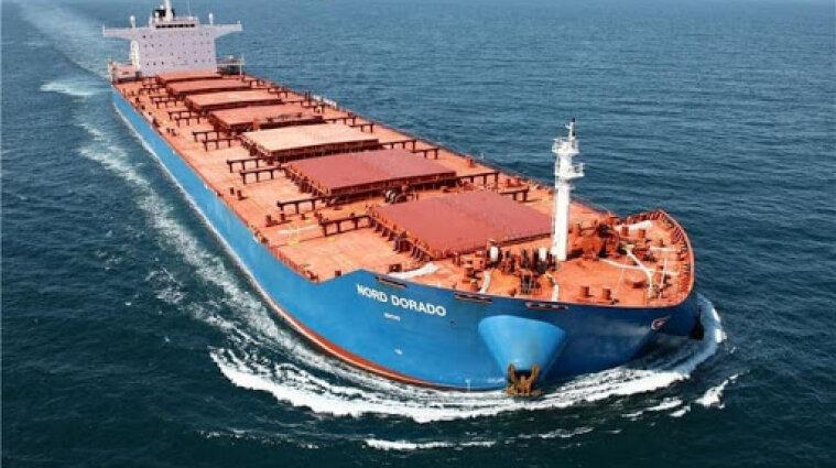 Из-за COVID-19 сотни тысяч моряков застряли на борту судов - ООН