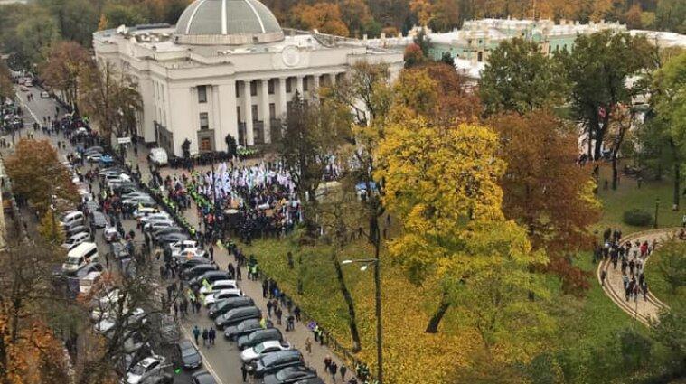 Київ накрила хвиля протестів: мітинги під Радою та КСУ