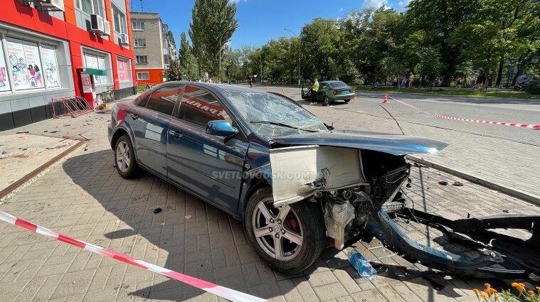 Водитель в Светловодске на тротуаре раздавила мать троих детей - фото
