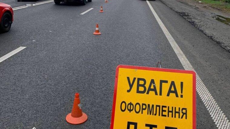 Аварія з постраждалими сталася на трасі Київ-Харків: рух транспорту ускладнено - фото