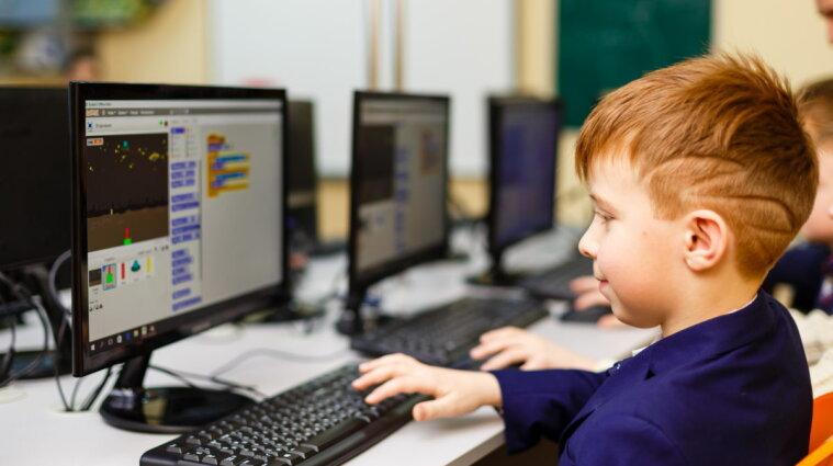 Школы с вакцинированными учителями могут выиграть компьютеры - МОЗ