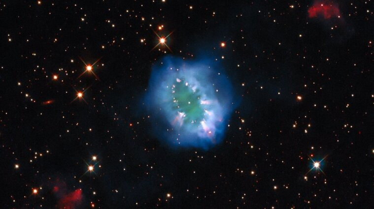Hubble показав туманність Намисто в сузір'ї Стріли