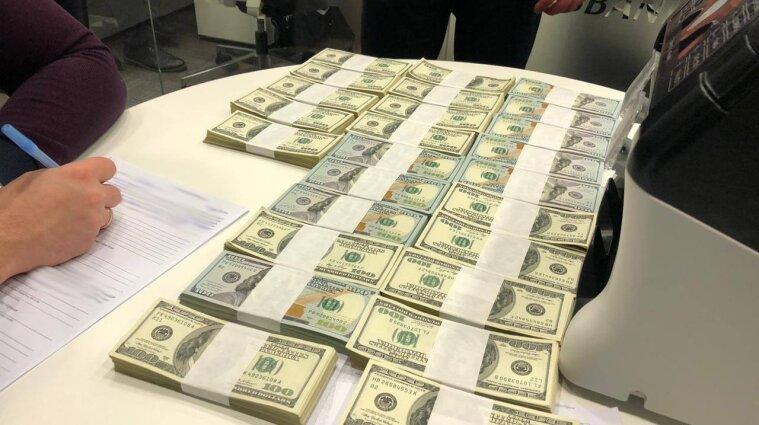 Директора Чорноморського морського порту затримали на хабарі у чверть мільйона доларів