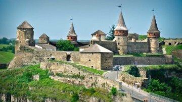 Дванадцять неповторних замків України, які варто відвідати восени