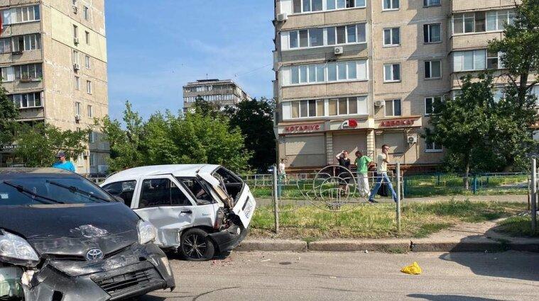 Массовое ДТП с участием пяти авто произошло в Киеве - видео