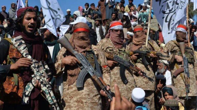 Нова влада в Афганістані зброєю придушує мирні протести