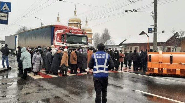 Тарифные протесты в Ивано-Франковской области: перекрыто трассу Н-10