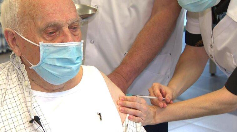 В Бельгии сделали прививки двум пожилым людям