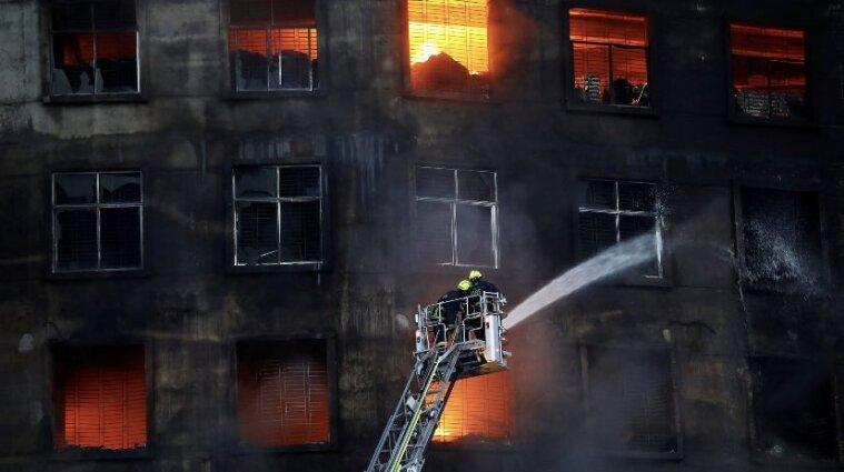На фабриці у Бангладеш сталася пожежа: понад 50 загиблих