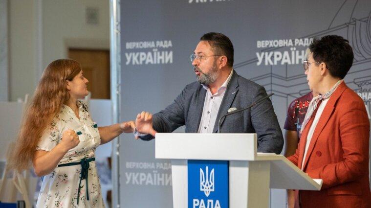Драки, законы и прогулы: как работали народные депутаты в Раде 2021