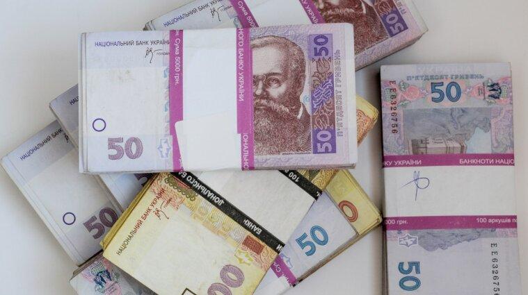 В Україні за рік середня зарплата збільшилася майже на чверть