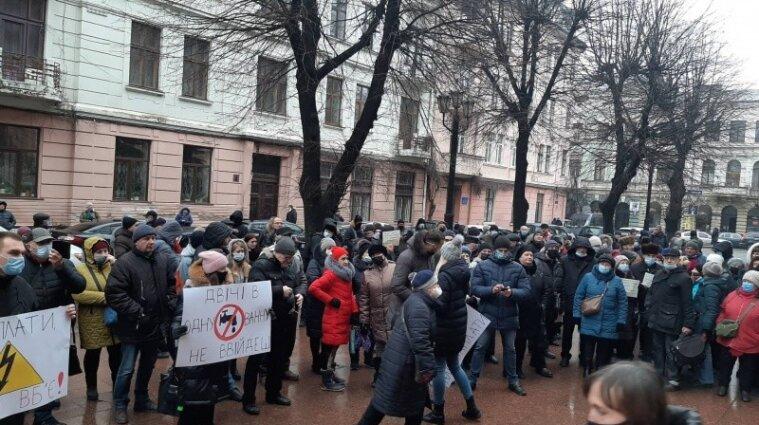 Перекривають дороги і штурмують ради: в Україні тривають тарифні протести - відео