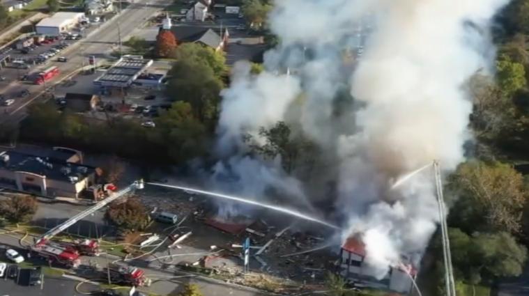 Пять человек пострадали в результате взрыва в торговом центре в США - видео