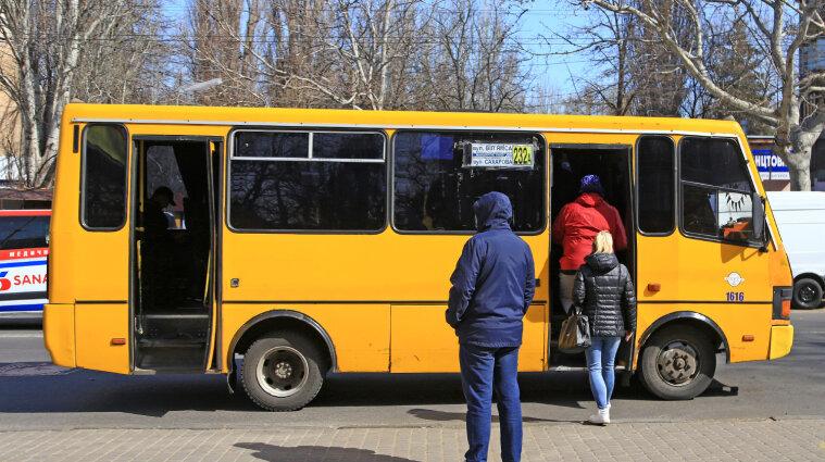 В Одессе водитель маршрутки избил пассажира, рассчитавшегося копейками