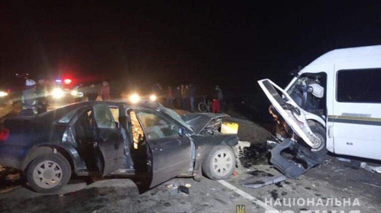 На Тернопільщині легковик врізався у мікроавтобус: є загиблі й травмовані