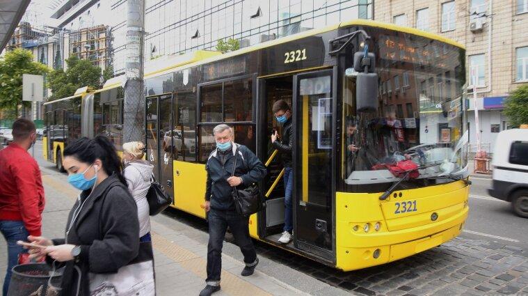 Карантин вихідного дня: як працюватиме громадський транспорт
