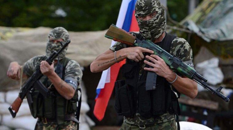 На Донбассе российский оккупант стрелял из автомата в 15-летнюю девушку