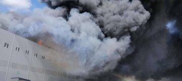В Одеській області сталася масштабна пожежа на складах - фото, відео