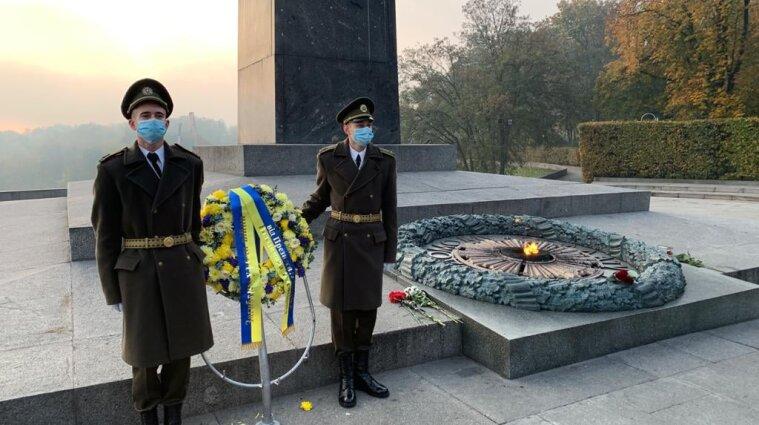 Зеленський вшанував пам'ять полеглих у Другій світовій війні