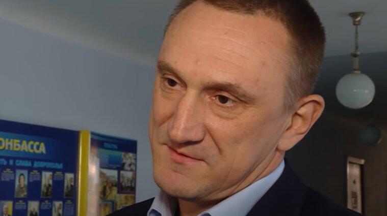 """Блокирование трибуны и крики """"позор"""": депутат Аксенов принес присягу в Раде"""