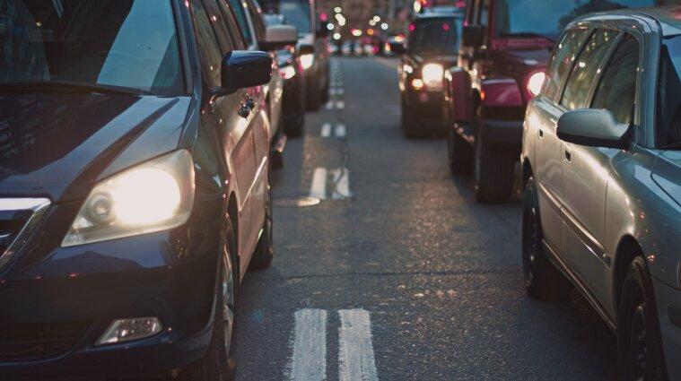 Нові правила користування транспортом у Києві: столиця стала у заторах