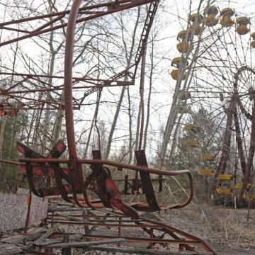 Чорнобильська зона 35 років тому і сьогодні: пандемія, туризм та пожежі