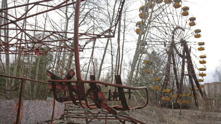 Чернобыльская зона 35 лет назад и сегодня: пандемия, туризм и пожары