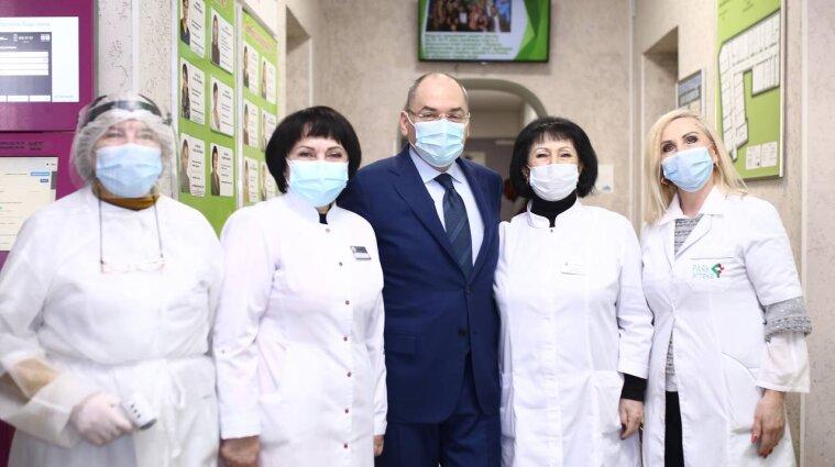 Звільняти медпрацівників за відмову вакцинуватися ніхто не буде - Степанов