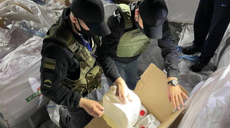 Прикордонники виявили рекордну партію контрабанди під цементом - відео
