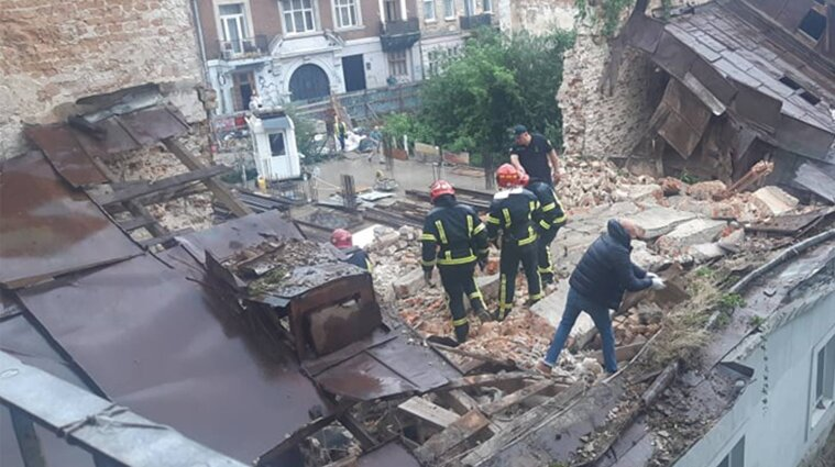 Стена дома упала во Львове: есть жертвы (обновлено)