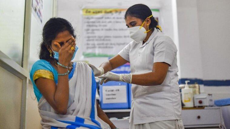 Вакцинація в Індії: дві людини померли, 580 отримали побічні ефекти