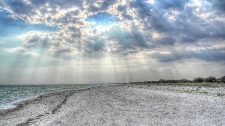 Дикая природа, безлюдные пляжи и чистое море: как отдохнуть на острове Джарылгач