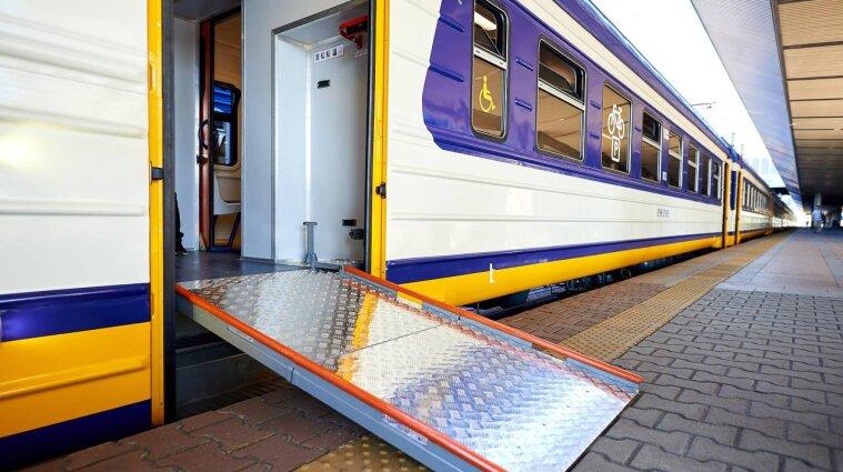 Первый инклюзивный пригородный электропоезд появился в Украине - фото