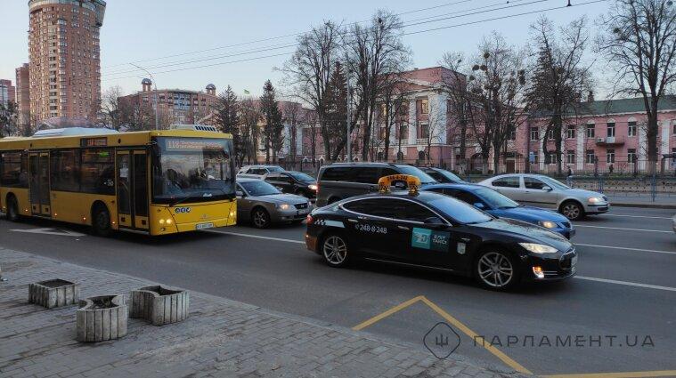 У Києві рух транспорту ускладнено - де найбільші затори (карта)