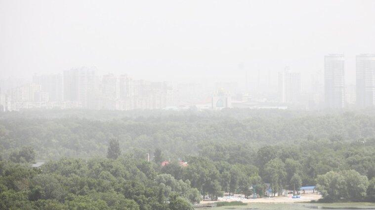 Пилова буря затримається у Києві ще на дві доби