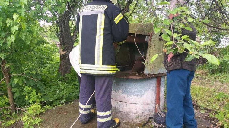У селі Черкаської області пенсіонерка надивилась новин та стрибнула у криницю