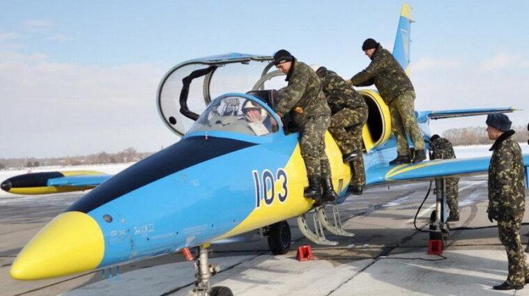 З армії масово звільняються військові льотчики