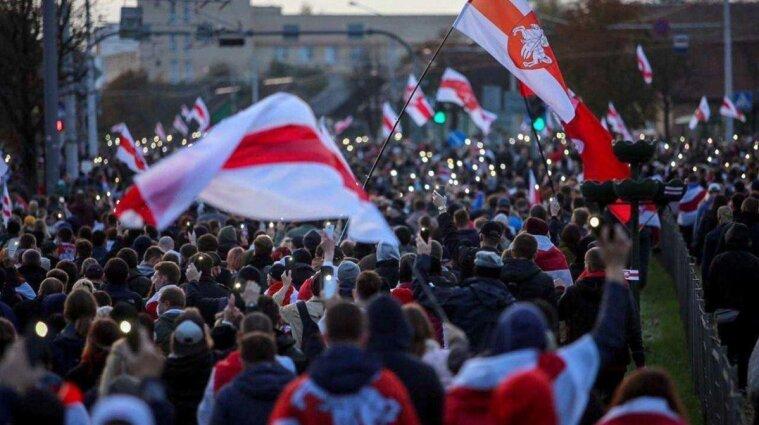 Понад 320 людей затримані силовиками під час протестів у Мінську