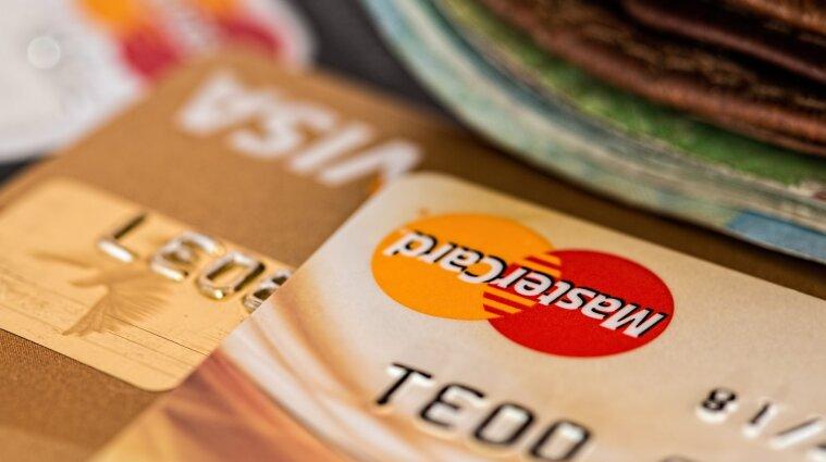 Долги украинцев будут взимать с банковских карт автоматически