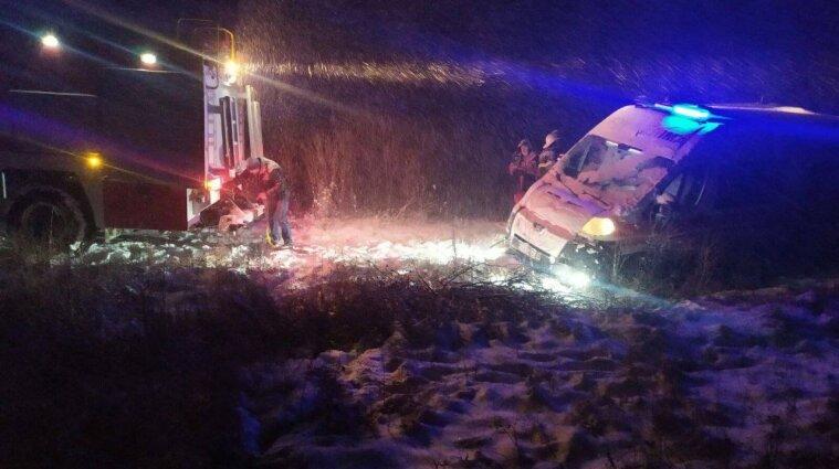 Автомобиль скорой попал в ДТП в Харьковской области - видео