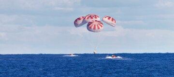 Космические туристы Илона Маска успешно приземлились у берегов Флориды