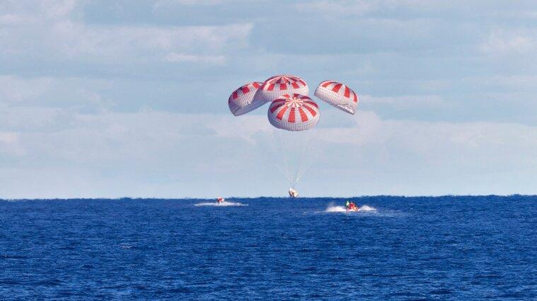 Космічні туристи Ілона Маска успішно приземлилися біля берегів Флориди