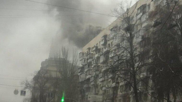 У багатоповерхівці Києва горіло кафе: загасили за годину