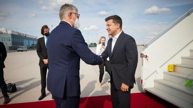 Зеленський полетів до Німеччини на зустріч із Меркель