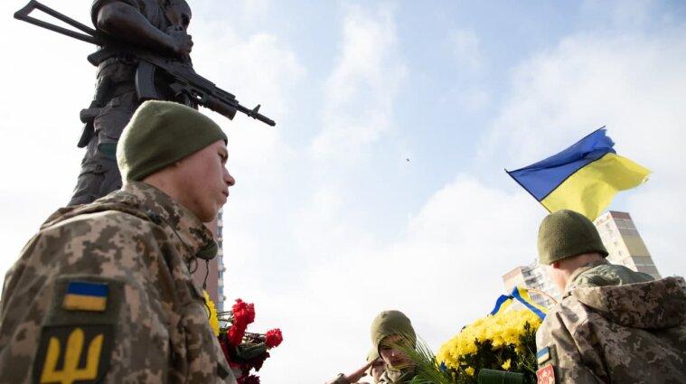 У Києві вшанували українських добровольців - фото