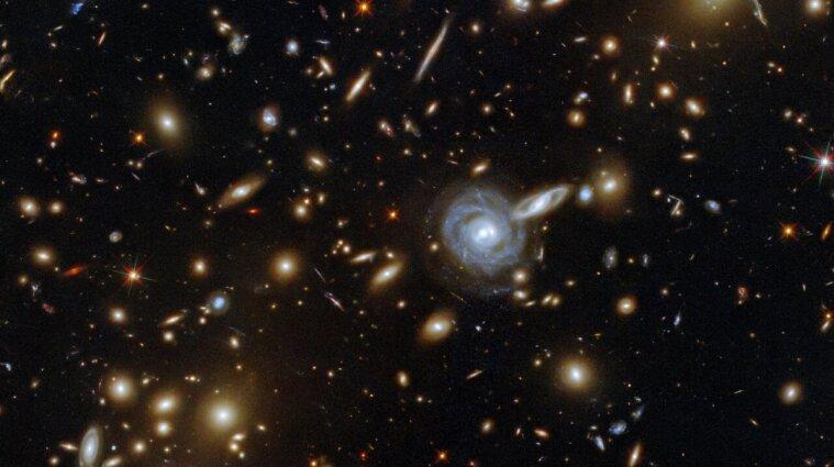 Ученые показали скопление галактик в космосе