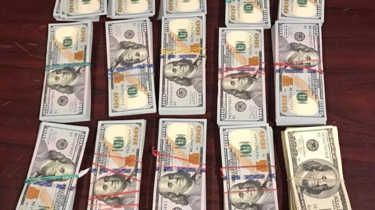 З окупованої території намагалися вивезти 150 тисяч доларів США