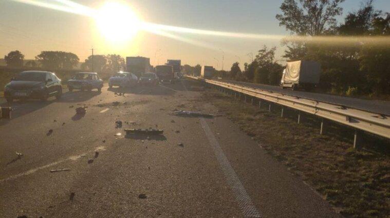 Авария с пострадавшими произошла на трассе Киев-Харьков: движение транспорта ограничено