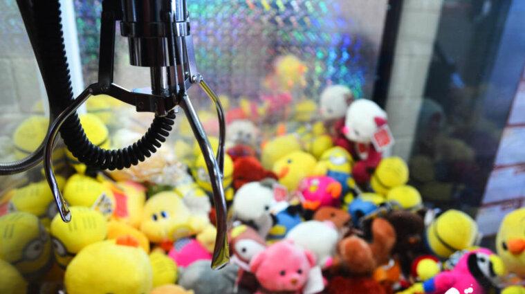 В Тернополе ребенка ударило током от игрового автомата