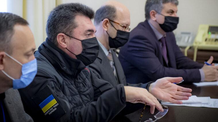Ексміністра Захарченка та ще дев`ятьох військових позбавили усіх звань та нагород і наклали санкції